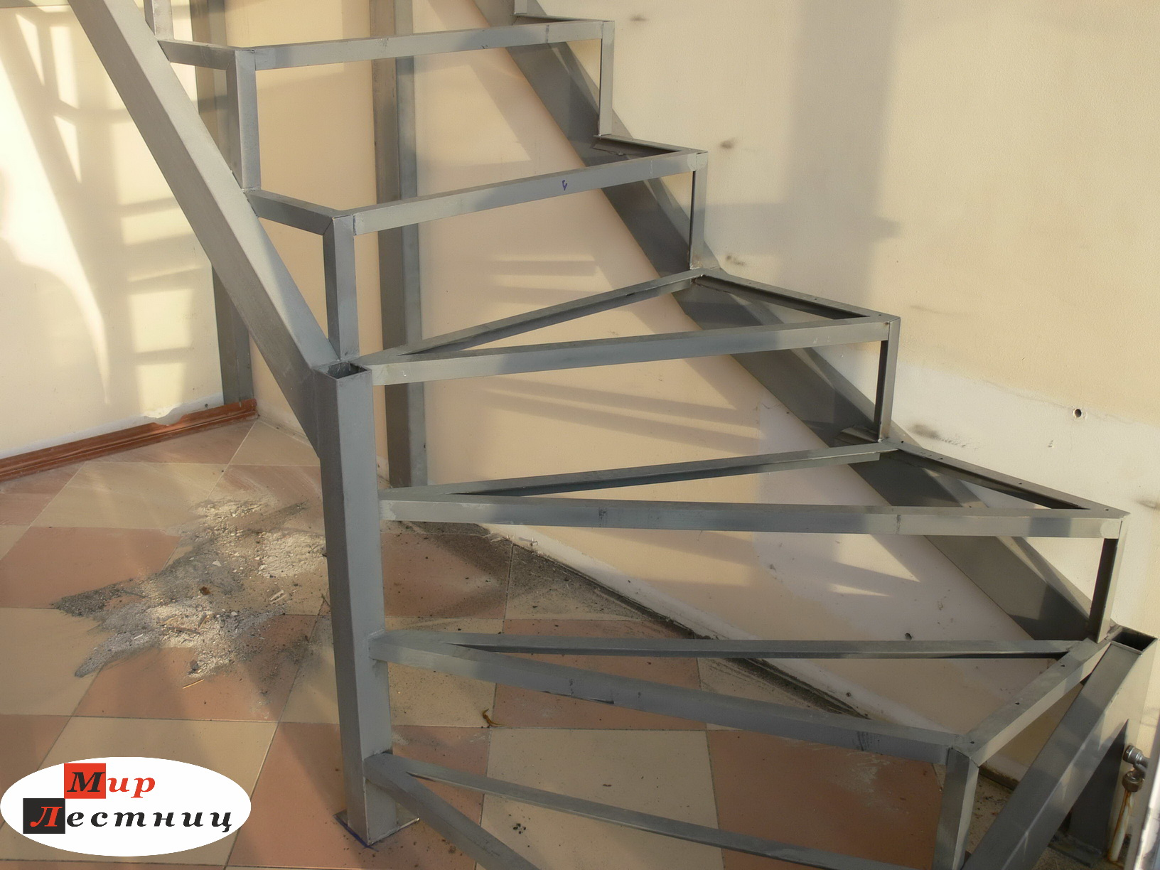 Лестница своими руками с металлокаркасом 314